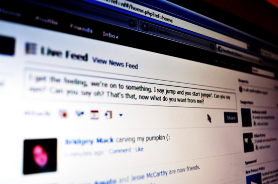 How to Create Fake Twitter and Facebook Conversations